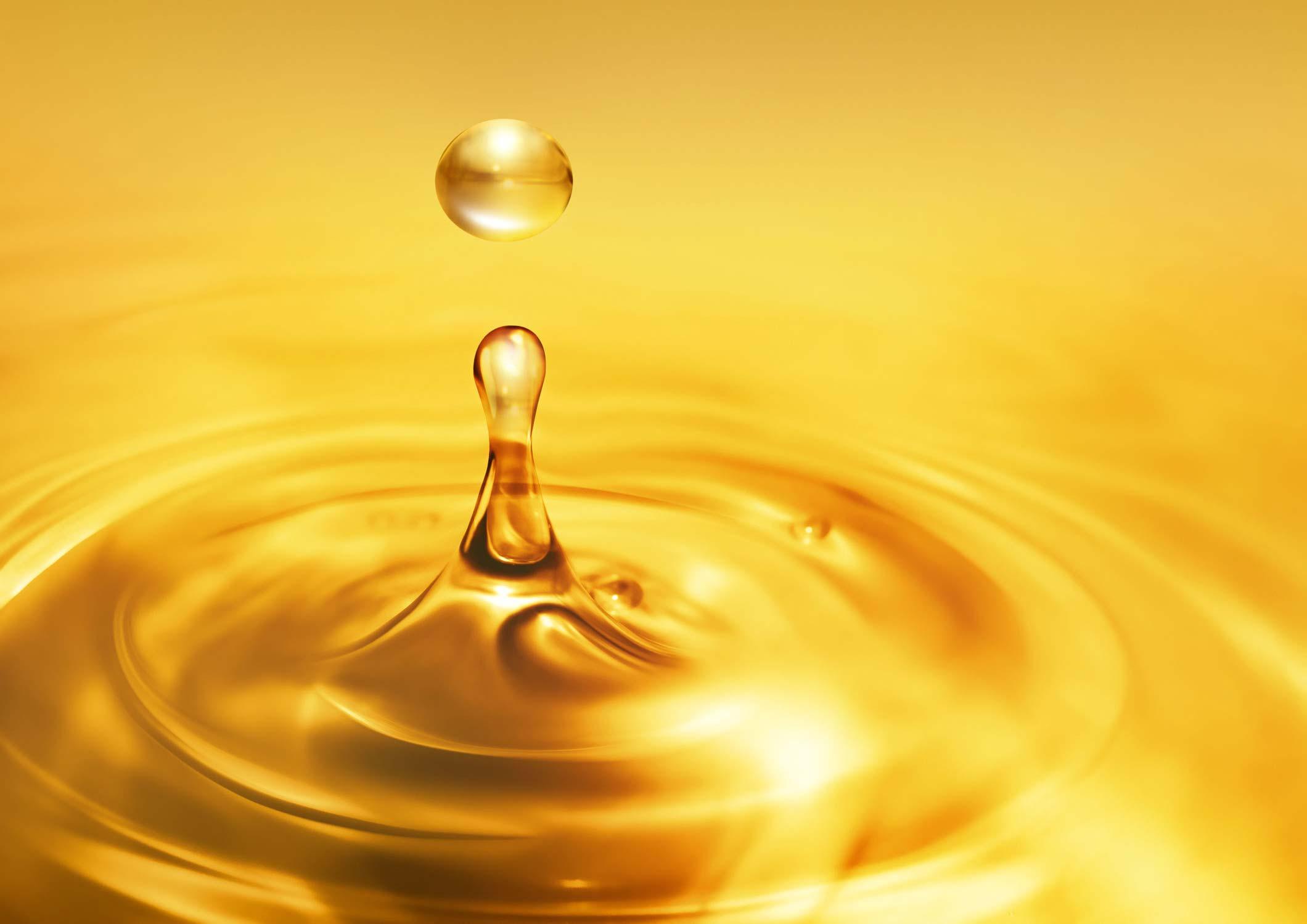 Gelbes Nagelpflegeöl als Tropfen